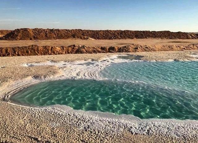 Độc đáo và tuyệt đẹp những hồ nước dành cho người không biết bơi - 1