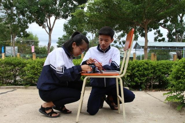 Học sinh vùng khó sáng tạo máy đa chức năng chạy bằng năng lượng mặt trời - 4