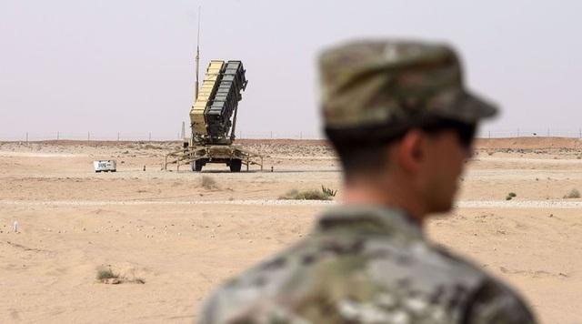 Liên quân Mỹ triển khai tên lửa Patriot tại mỏ khí đốt ở Syria - 1