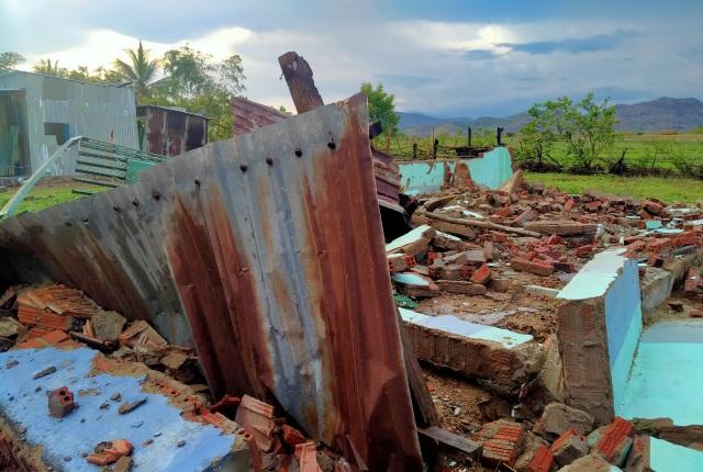 Trận mưa đầu mùa kèm lốc xoáy kéo sập cả trăm căn nhà - 2