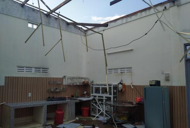 Trận mưa đầu mùa kèm lốc xoáy kéo sập cả trăm căn nhà - 3