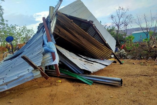 Trận mưa đầu mùa kèm lốc xoáy kéo sập cả trăm căn nhà - 5