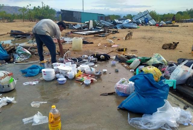 Trận mưa đầu mùa kèm lốc xoáy kéo sập cả trăm căn nhà - 8