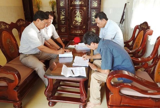 """Cán bộ huyện đảo Phú Quốc """"đi từng ngõ, gõ từng nhà"""" tìm lao động tự do - 4"""