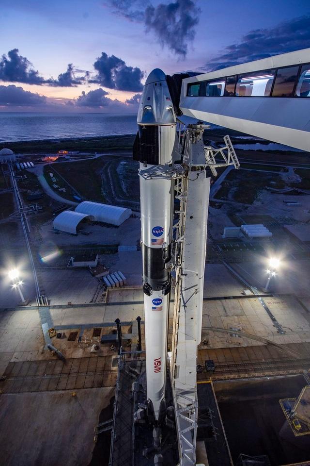 Mỹ hoãn phóng tàu đưa người lên vũ trụ vào phút chót vì thời tiết xấu - 1