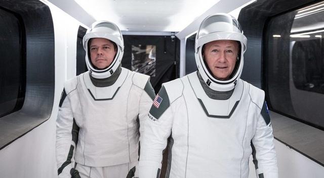 Mỹ hoãn phóng tàu đưa người lên vũ trụ vào phút chót vì thời tiết xấu - 2