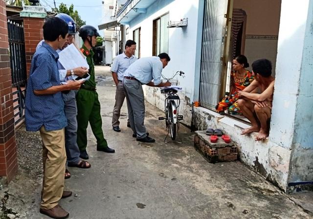 """Cán bộ huyện đảo Phú Quốc """"đi từng ngõ, gõ từng nhà"""" tìm lao động tự do - 3"""
