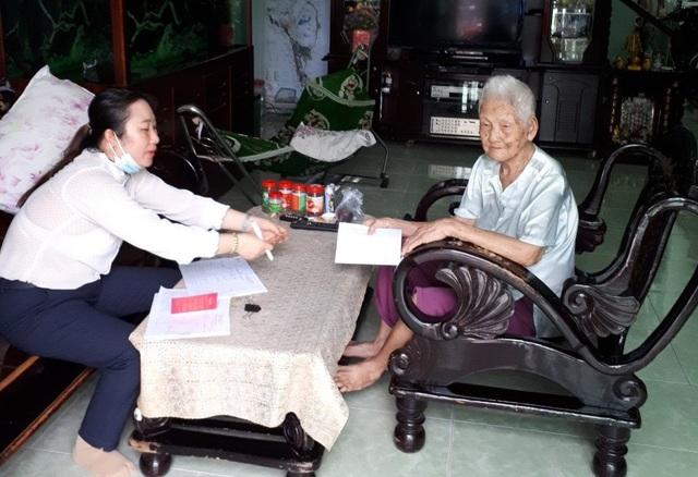 """Cán bộ huyện đảo Phú Quốc """"đi từng ngõ, gõ từng nhà"""" tìm lao động tự do - 1"""