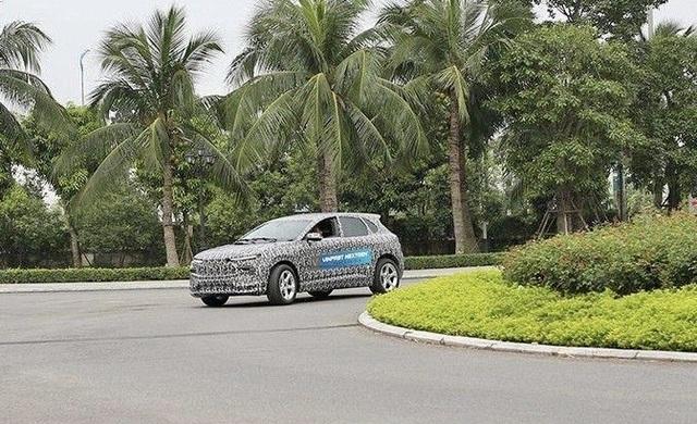 Bắt gặp ô tô điện VinFast chạy thử tại Hà Nội - 2