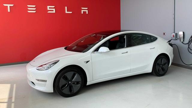 Không chịu nổi cảnh ế ẩm vì dịch Covid-19, Tesla bắt đầu giảm giá xe  - 1
