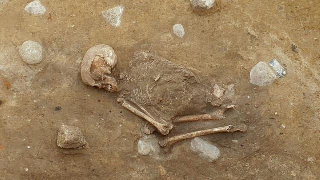 """Bộ xương """"ngồi xổm"""" bí ẩn 4.000 năm tuổi ở Đức - 1"""