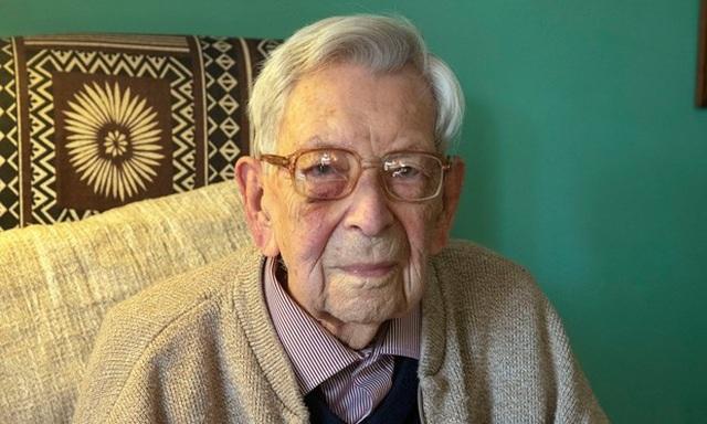 Cụ ông cao tuổi nhất thế giới qua đời ở tuổi 112 vì ung thư - 1