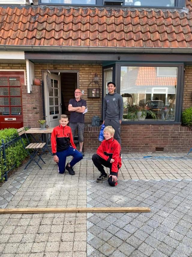 Văn Hậu rạng rỡ bên cạnh các cổ động viên Heerenveen - 5