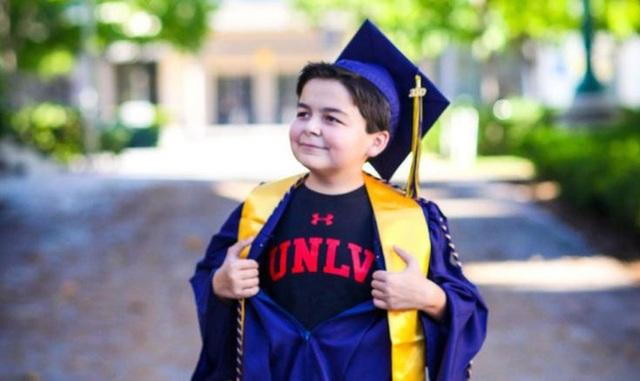 Cậu bé 13 tuổi có 4 bằng tốt nghiệp cao đẳng - 1