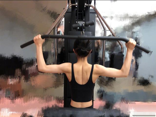 Hình ảnh cơ bắp trong phòng tập của ngọc nữ Triệu Lệ Dĩnh gây sốt - 1
