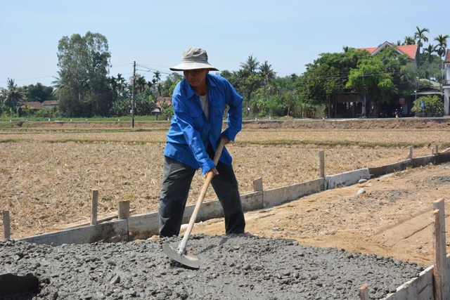 Lão nông 70 tuổi góp 160 triệu làm đường khiến cả xóm sững sờ - 2