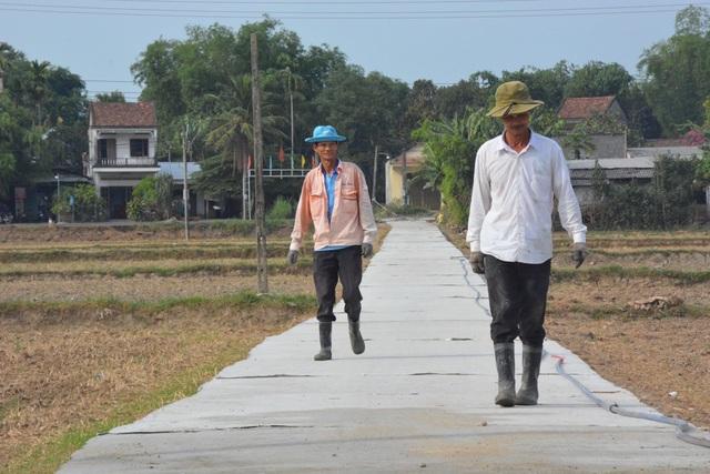 Lão nông 70 tuổi góp 160 triệu làm đường khiến cả xóm sững sờ - 3