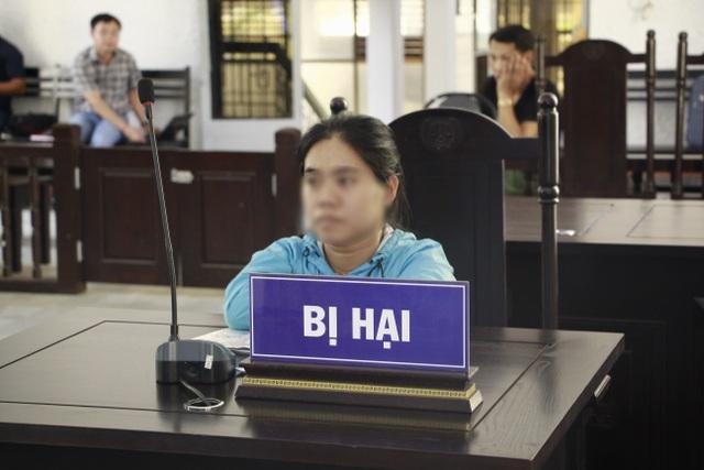 Vụ nữ giúp việc khuyết tật bị chủ nhà hiếp dâm: Bị cáo quanh co chối tội - 3