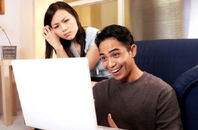 Chồng đi làm về là ôm máy tính thay vì ôm vợ: 6 cách giúp bạn giải tỏa ức chế - 1