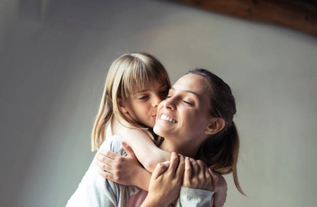 Những câu nói hay nhất về tình yêu của mẹ và con gái - 2