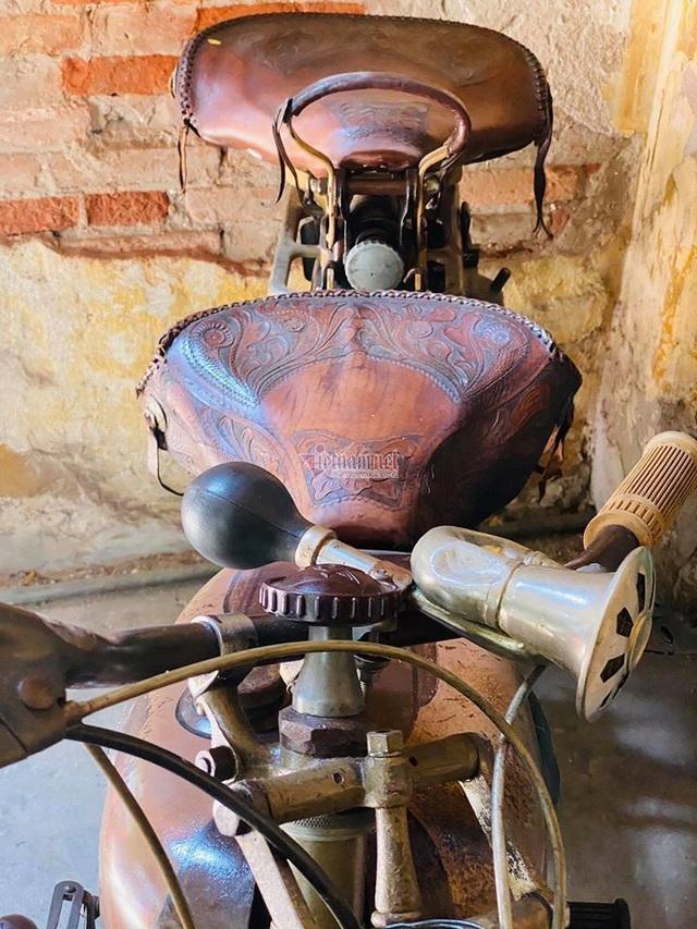 Xe máy cổ rỉ sét thời vua Bảo Đại giá gần 500 triệu - 4