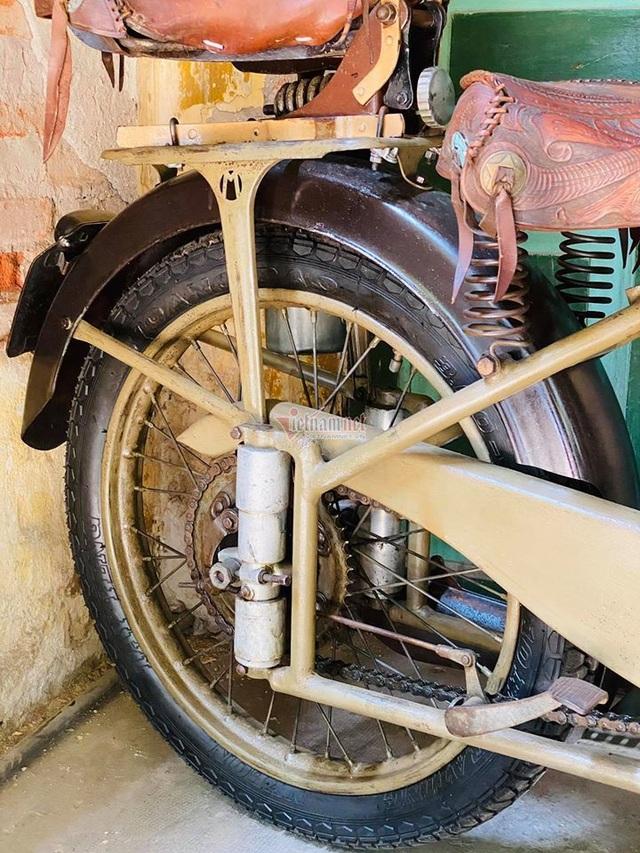 Xe máy cổ rỉ sét thời vua Bảo Đại giá gần 500 triệu - 5
