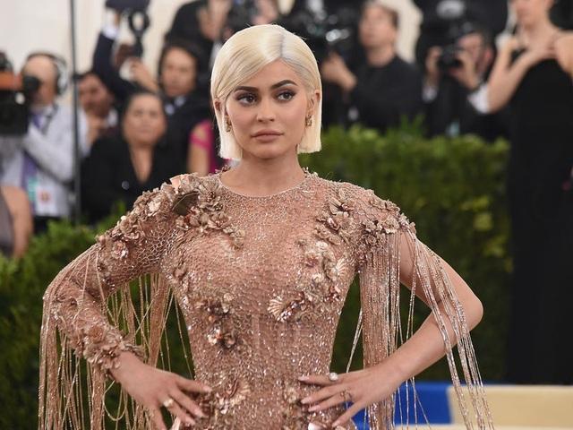 """Nhìn lại chặng đường đã qua của """"tỷ phú bị phế truất"""" Kylie Jenner - 13"""