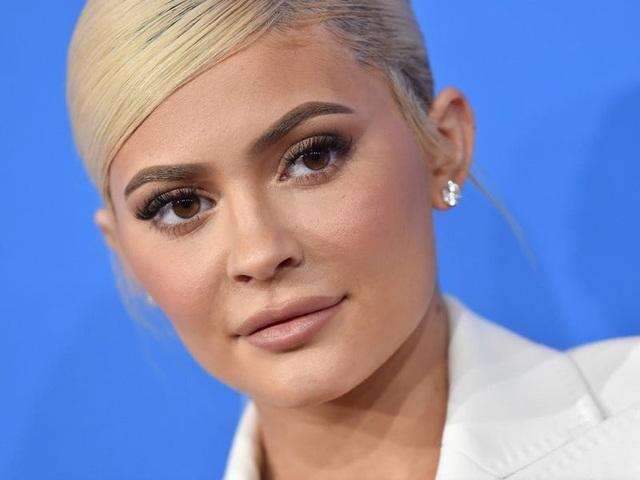 """Nhìn lại chặng đường đã qua của """"tỷ phú bị phế truất"""" Kylie Jenner - 4"""