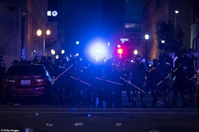 Mỹ: Người biểu tình tấn công loạt cơ quan công quyền - 17