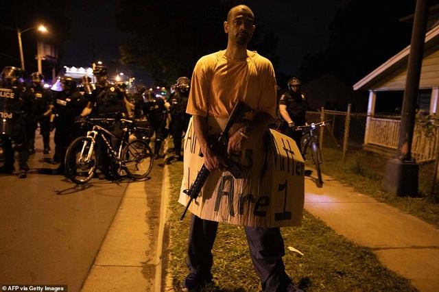 Mỹ: Người biểu tình tấn công loạt cơ quan công quyền - 19