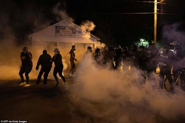 Mỹ: Người biểu tình tấn công loạt cơ quan công quyền - 20