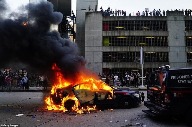 Mỹ: Người biểu tình tấn công loạt cơ quan công quyền - 13