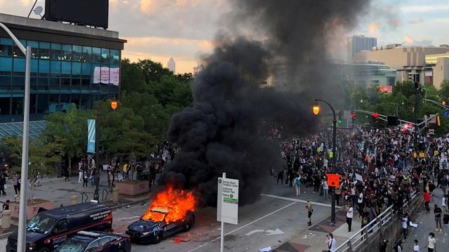 Mỹ: Người biểu tình tấn công loạt cơ quan công quyền - 11