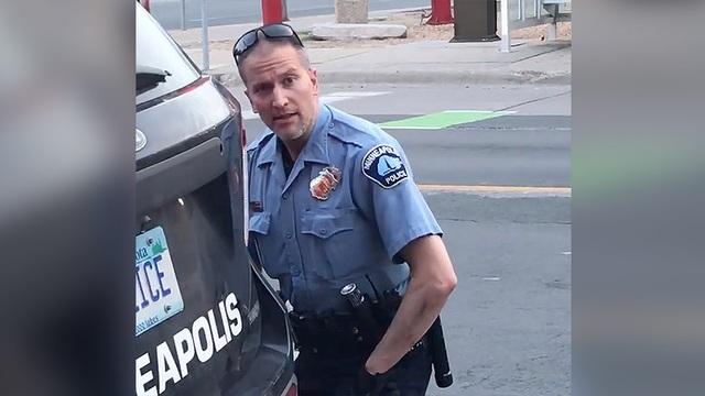 Cảnh sát chẹt gối lên cổ người da màu bị bắt, biểu tình lan khắp nước Mỹ - 1