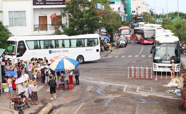 Nha Trang: Bổ sung hàng loạt bãi đỗ xe tạm, đón đầu phục vụ du lịch - 2