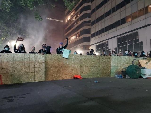 Mỹ: Người biểu tình tấn công loạt cơ quan công quyền - 22
