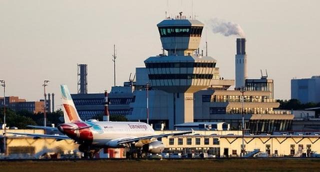 Máy bay đi gần tới nơi, biết tin sân bay đóng cửa phải quay đầu trở lại - 1