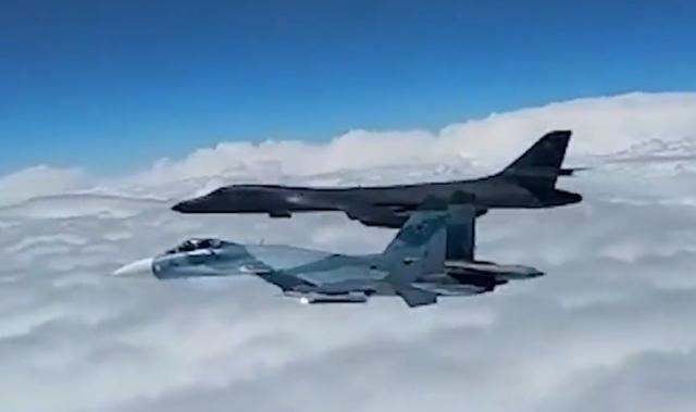 """Video máy bay chiến đấu Nga """"đuổi"""" máy bay Mỹ khỏi biên giới - 1"""