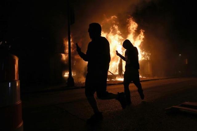 Mỹ: Người biểu tình tấn công loạt cơ quan công quyền - 3