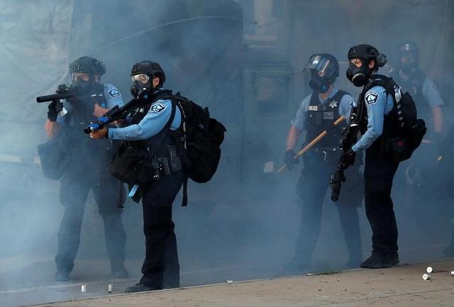 Mỹ: Người biểu tình tấn công loạt cơ quan công quyền - 4