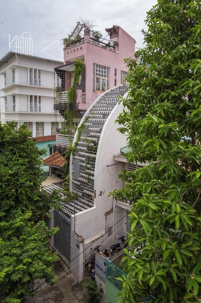 Ngắm ngôi nhà cong độc đáo giữa Sài Gòn - 1