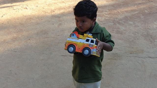 Nhìn món đồ chơi yêu thích nhất của trẻ nhỏ, người lớn có nhiều nghĩ suy - 18