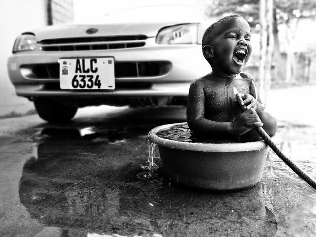 Những bức ảnh kể về niềm vui của trẻ em Việt Nam và trẻ em thế giới - 10