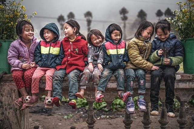 Những bức ảnh kể về niềm vui của trẻ em Việt Nam và trẻ em thế giới - 2