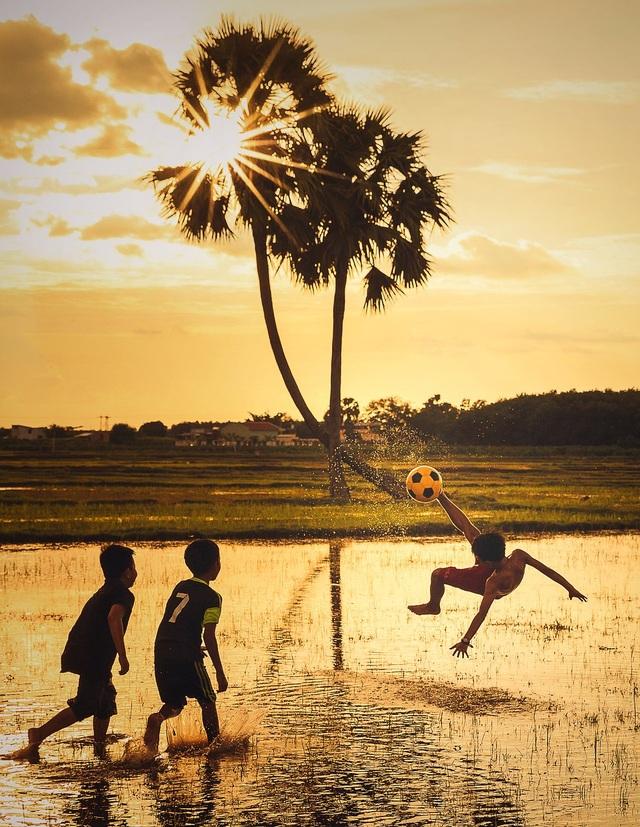 Những bức ảnh kể về niềm vui của trẻ em Việt Nam và trẻ em thế giới - 3