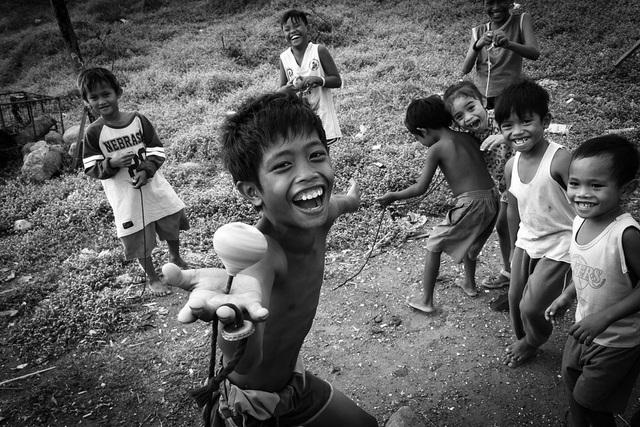 Những bức ảnh kể về niềm vui của trẻ em Việt Nam và trẻ em thế giới - 24