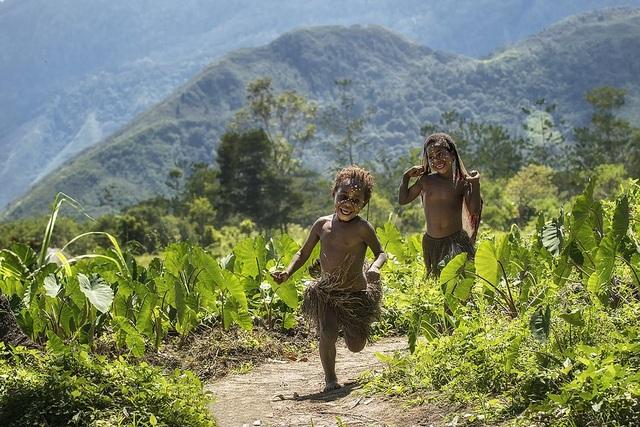 Những bức ảnh kể về niềm vui của trẻ em Việt Nam và trẻ em thế giới - 31