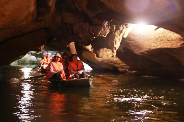 Du lịch Ninh Bình miễn phí mùa đẹp nhất trong năm - 6
