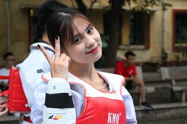 Nữ sinh CLB Taekwondo bất ngờ nổi tiếng sau clip phỏng vấn - 6