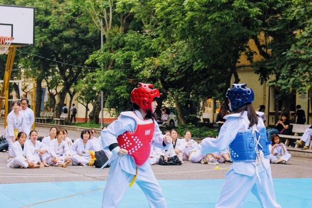 Nữ sinh CLB Taekwondo bất ngờ nổi tiếng sau clip phỏng vấn - 8